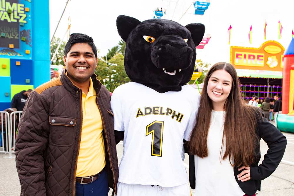 Students-with-Panther Mascot